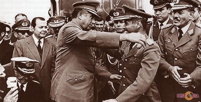 Gral. Augusto Pinochet y Gral. Hugo Banzer, al momento del