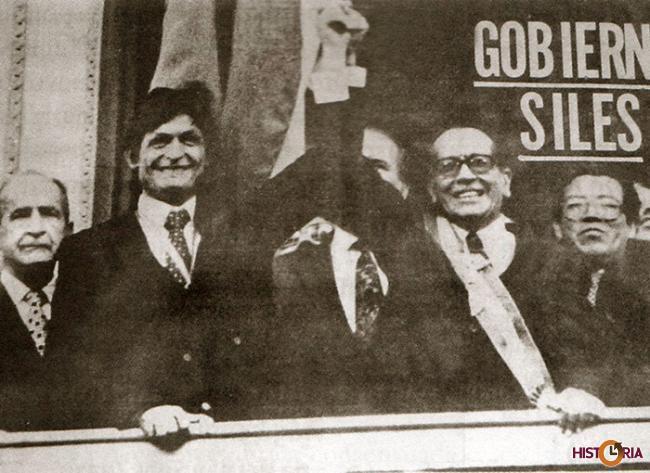 Hernán Siles Zuazo y Jaime Paz Zamora, posesionados como Presidente y Vicepresidente de Bolivia, 1982.