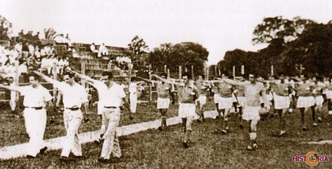 Desfile inaugural, en una temporada de la ACF, Estado Santa Cruz.
