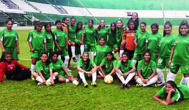 Liga de Fútbol Femenino en Santa Cruz.
