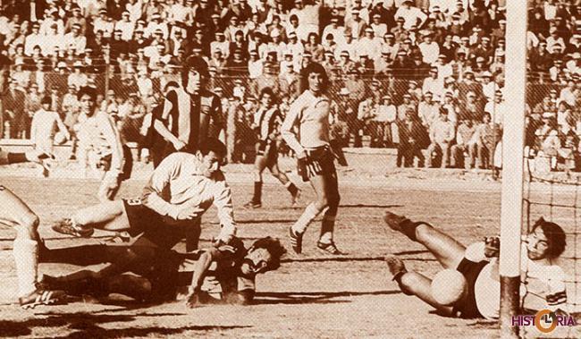 1932 - Primer Campeonato del Club Bolívar, conseguido frente a su tradicional rival The Strongest